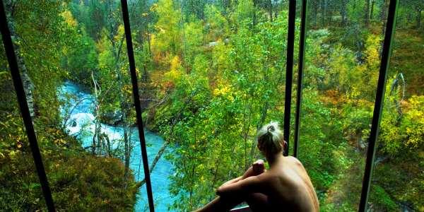 Nehir manzaralı otel